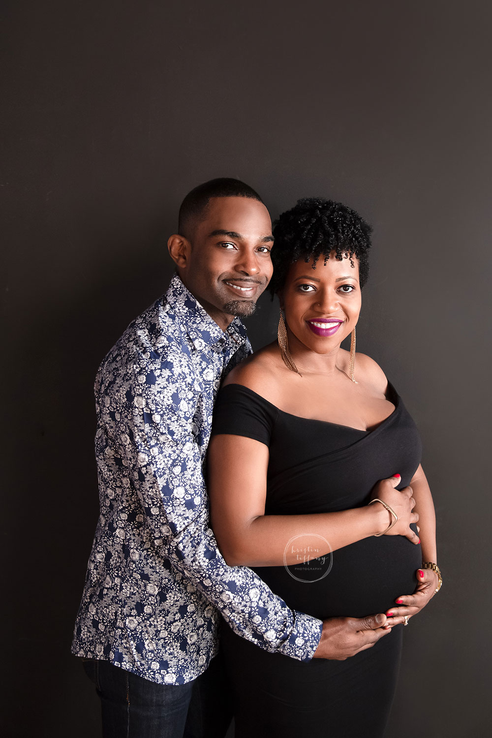 a maternity photo of a husband and wife