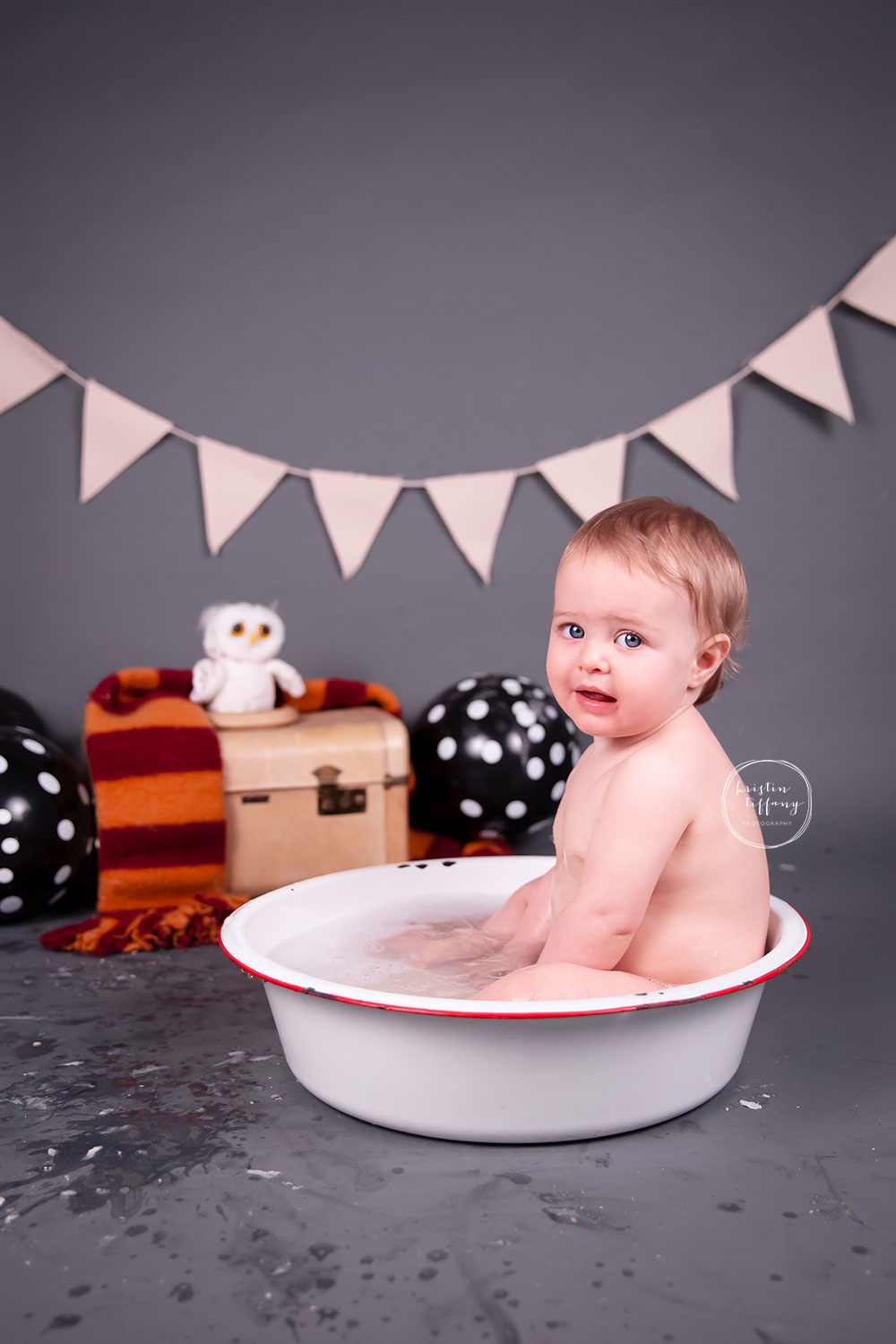 a photo of a baby boy at his Harry Potter cake smash photo session